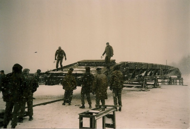 british-army-engineers-building-a-medium-girder-bridge-mgb-on-the-combat-engineer-training-area-hameln-dec-1985