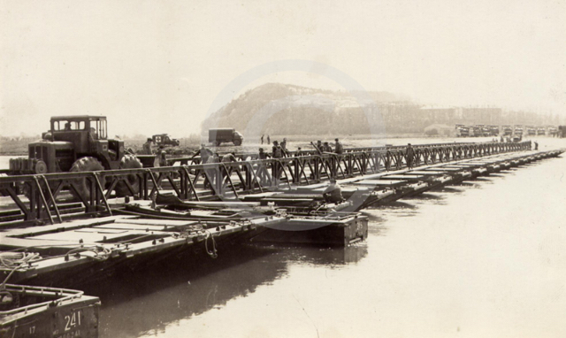 1965-oder-66-baily-pontoon-bridge