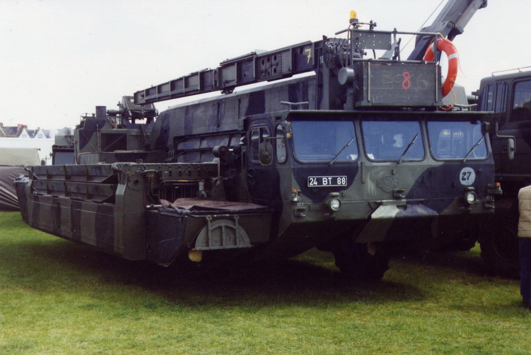 EWK-KHD M2 Alligator Amphibious Bridging-Ferrying Vehicle (24 BT 88) 2